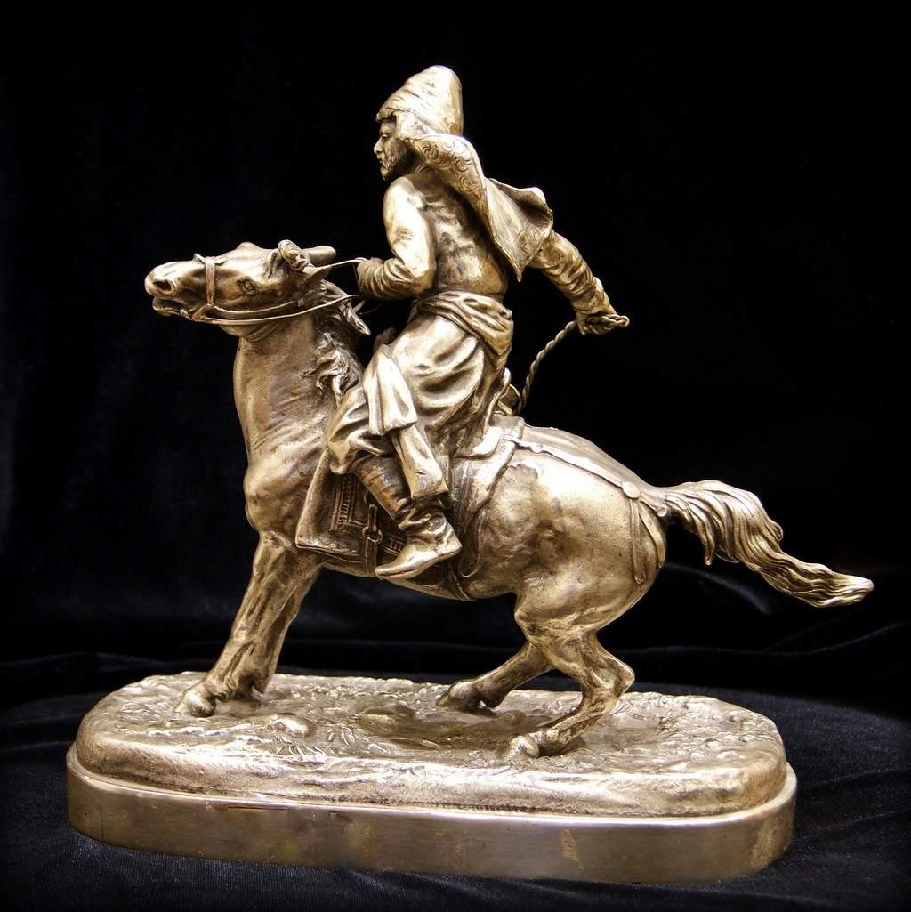Статуэтка Башкир с плеткой, материал - старинная бронза. Е. Лансере;бронза, серебрение; высота - 22,5 см
