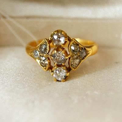 лот №J000381 Кольцо с бриллиантами -