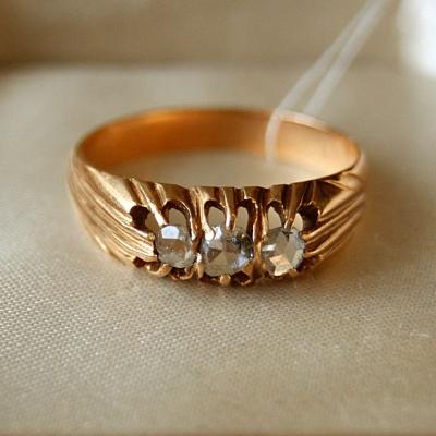 лот №J000386 Кольцо с алмазными розами -