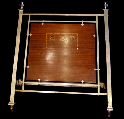 лот №F000171 Кровать односпальная