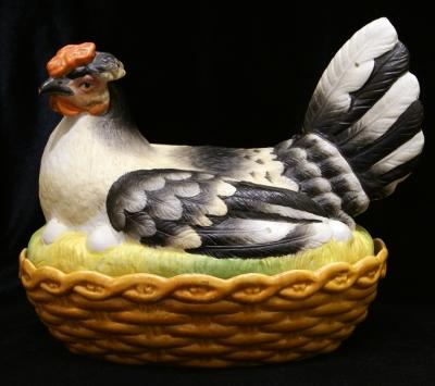 НЕТ В НАЛИЧИИ - лот №P000185 Ёмкость для яиц «Курица»