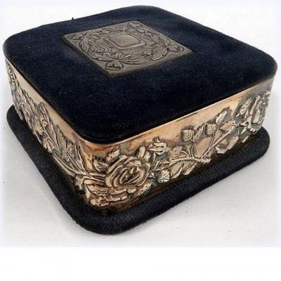 НЕТ В НАЛИЧИИ - лот №S000227 Коробочка для ювелирных украшений