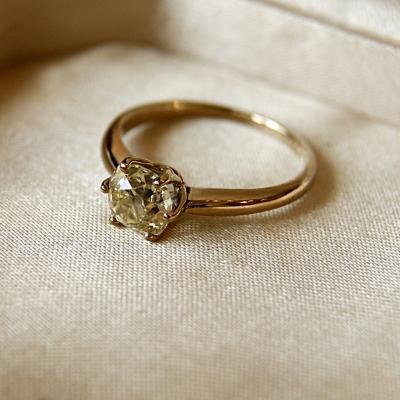 лот №J000387 Кольцо с бриллиантом -