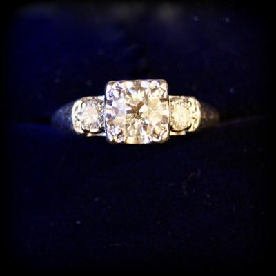 лот №J000310 Кольцо с бриллиантами