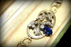 Старинное золотое украшение с сапфиром и бриллиантами